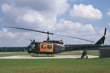 Bild eines Helikopters auf dem Landefeld.