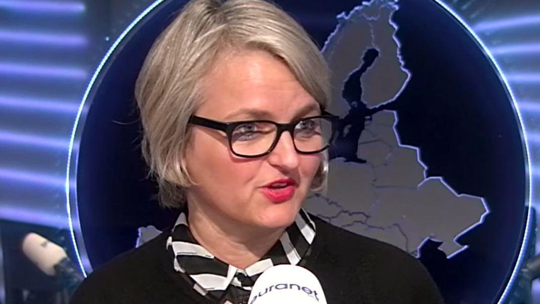 Potrait der Euranet Plus-Jornalistin Deniéle Weber.