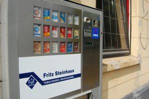 Bild eines silberfarbenen Zigarettenautomaten