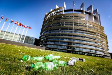 Plastikmüll vor dem EU Parlament